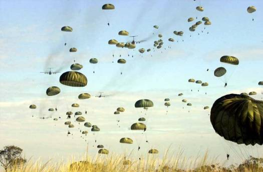 US_paratroopers_jump_into_Australia