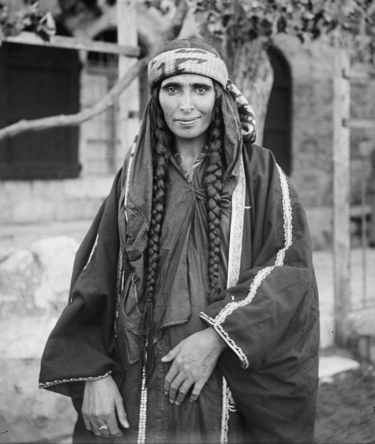 Bedouin_woman_(1898_-_1914)