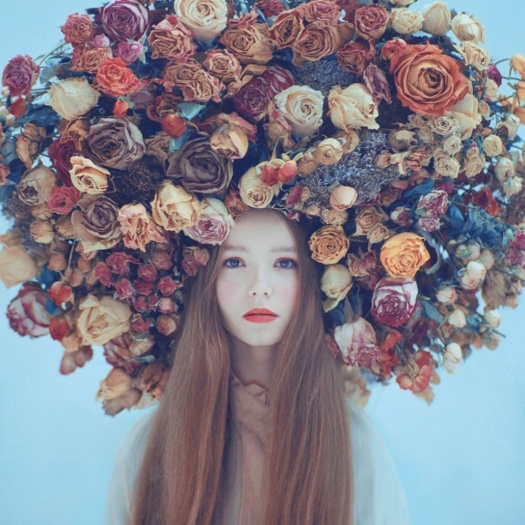 Girl-with-flowers-in-their-hair-3